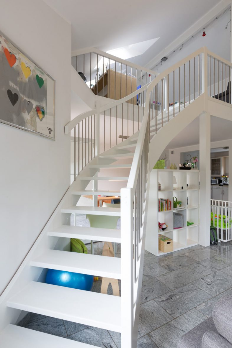 Treppe weiss lackiert Malerarbeiten Hannover Maler