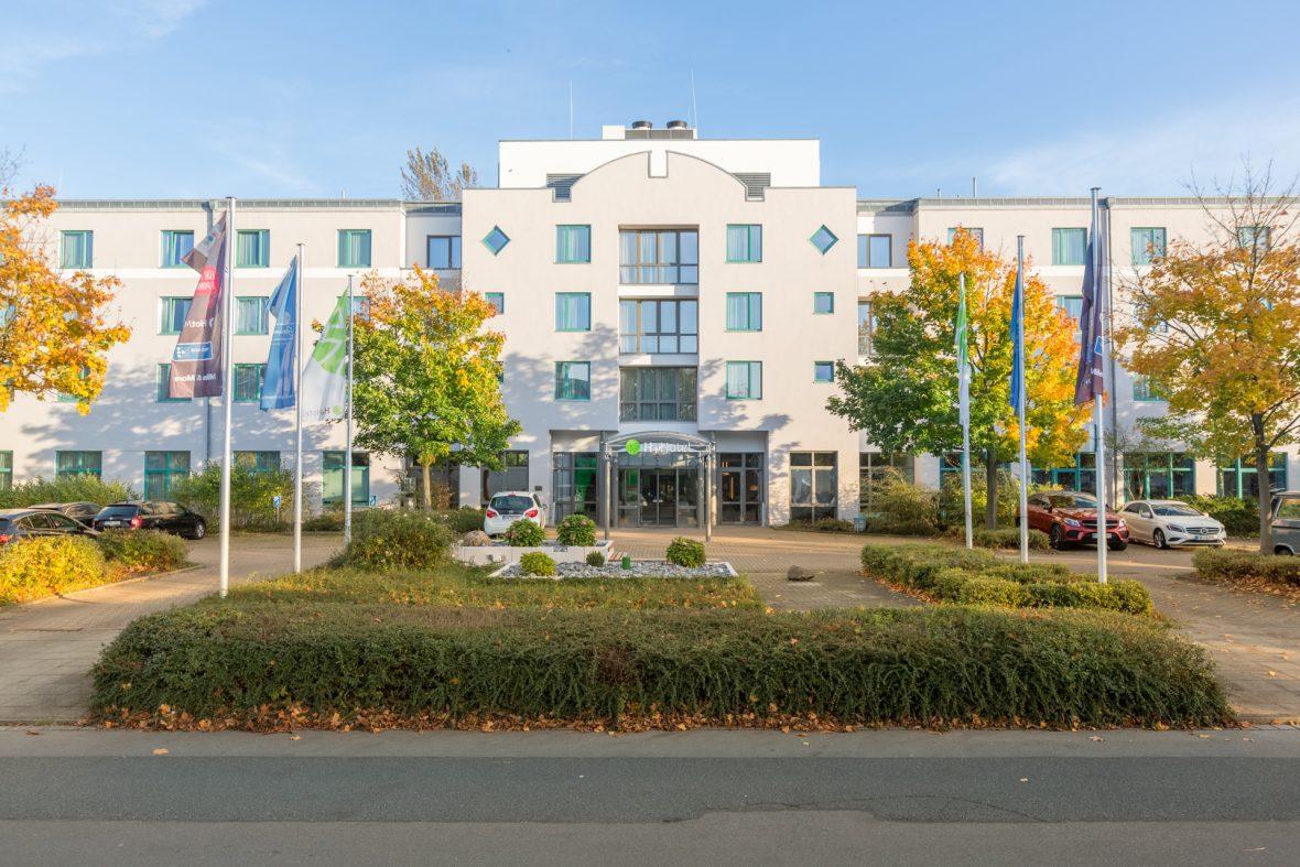 Altbau Fassade Hotel sanieren streichen Keim Farben Hannover
