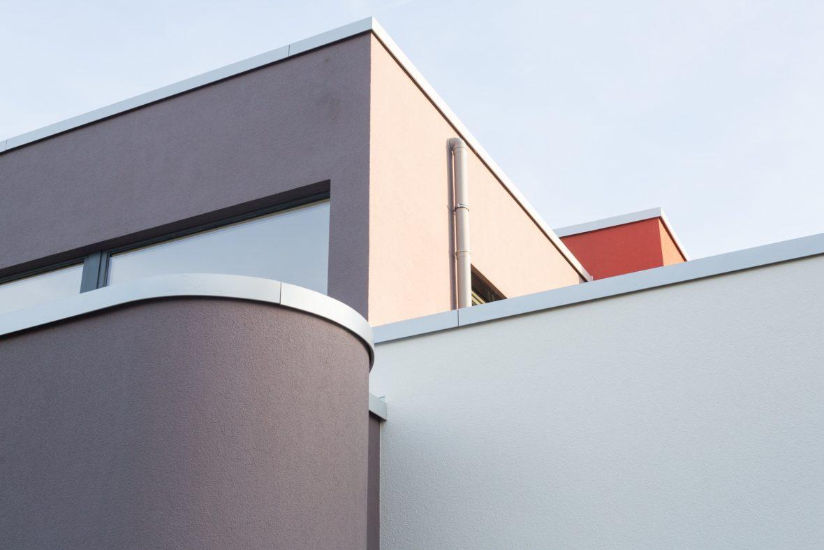 Bauhaus Fassade Waermedaemmung Details runde baukoerper Hannover Wedemark Burgwedel