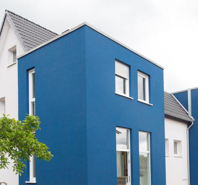 Blaue fassade waermedaemmung kubus Hannover Wedemark Burgwedel