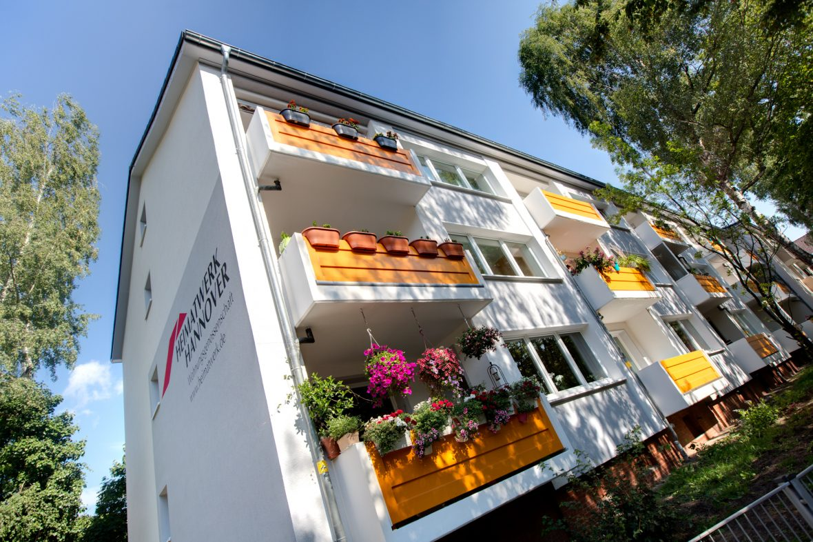 Fassade Waermedaemmung Mehrfamilienhaus Hannover Orange Grau Weiß Alligator Farben