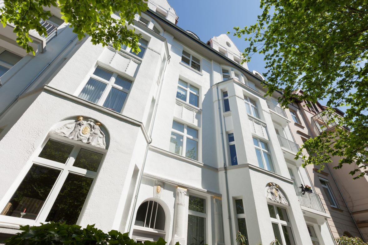 Stilfassade Altbausanierung Fassade streichen Hannover KEIM Farben Vergolden
