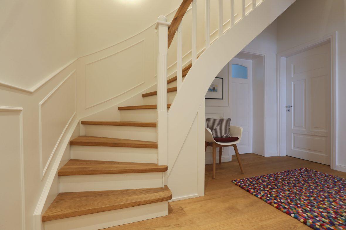Treppe lackieren Weiß Altbausanierung Hannover Wedemark Burgwedel