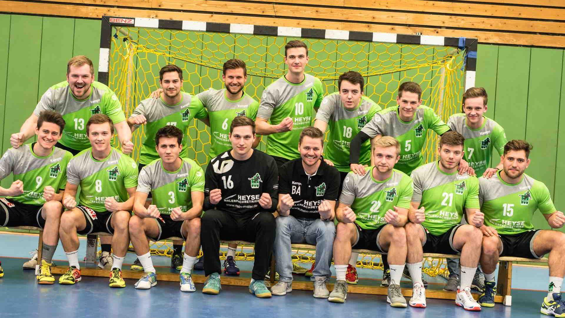 Mannschaftsfoto TUS Altwarmbüchen 1. Herren Handball Emotion Teamgeist Leidenschaft