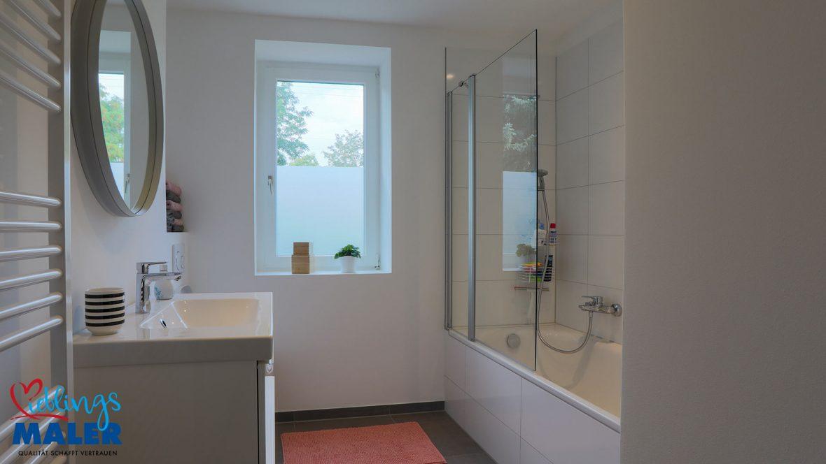 Sanierung Altbausanierung Malerarbeiten Hannover Fugenlos Spachteltechnik Bad Badezimmer nachher 01