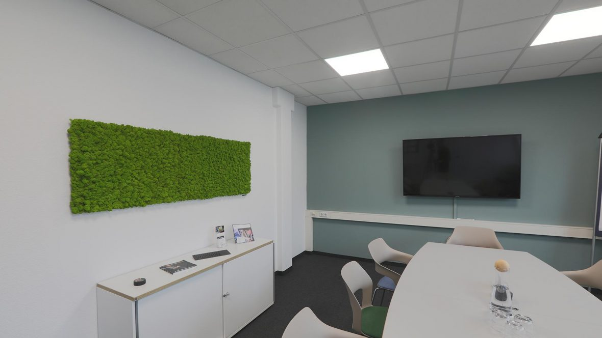 Arbeitswelten Wandgestaltung mit Optik wie Beton und MoosLogo MALER HEYSE Hannover