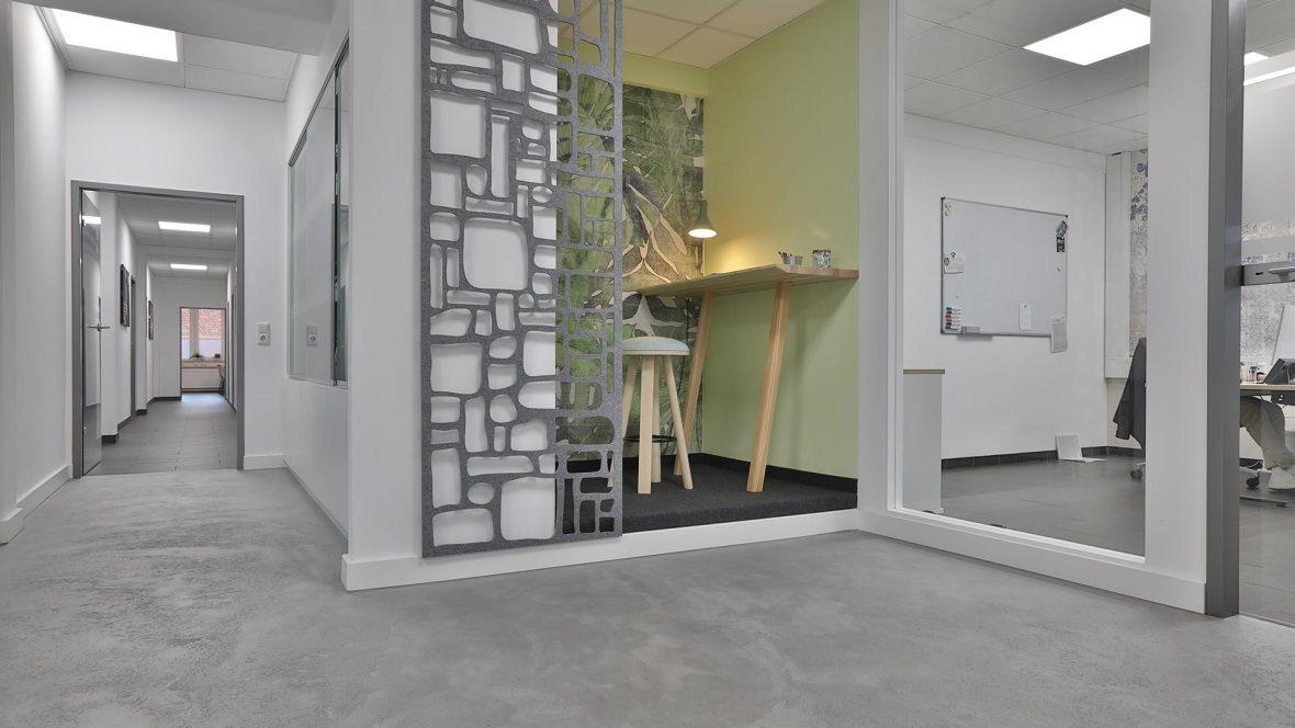 Fugenloser Betonoptikboden und Designtapeten Lieblingsmaler HEYSE Hannover 2